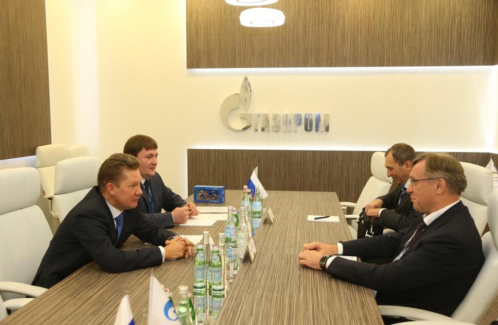 Алексей Миллер (слева) и Сергей Когогин (справа) во время встречи