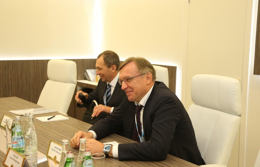 Сергей Когогин (справа)