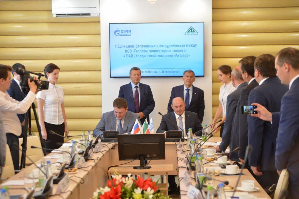Михаил Лихачев и Иван Егоров подписывают Соглашение о сотрудничестве