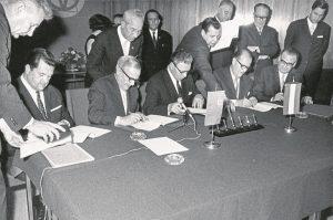Подписание договора на поставку природного газа из СССР в Австрию. 1968 год. Фото: OMV AG